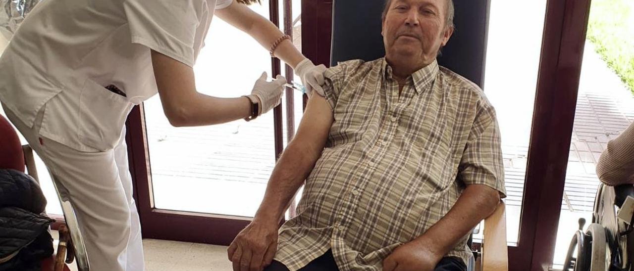 Los usuarios de la residencia municipal de Almassora recibieron ayer la tercera dosis adicional contra el coronavirus.