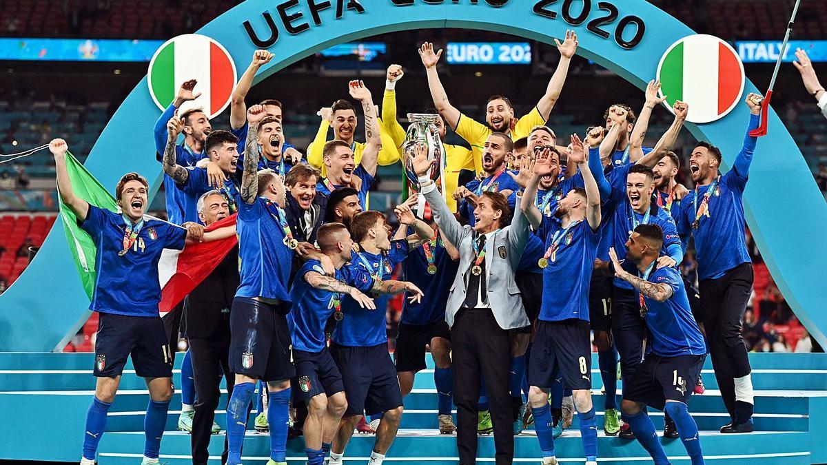 Els italians, amb el títol decampions de l'Eurocopa