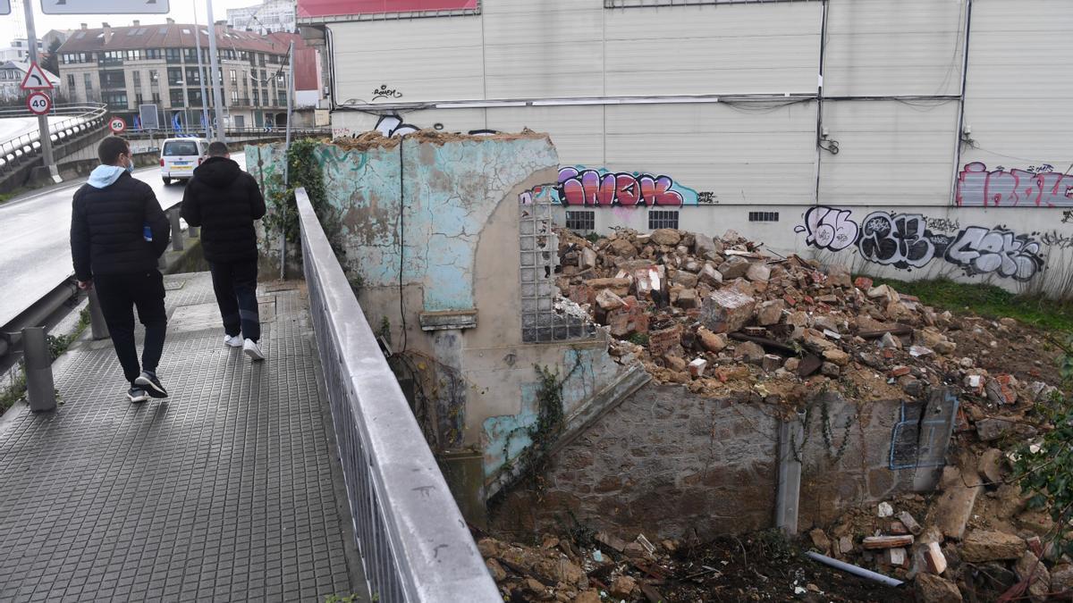 Escombros tras la demolición de Casa Carnicero.