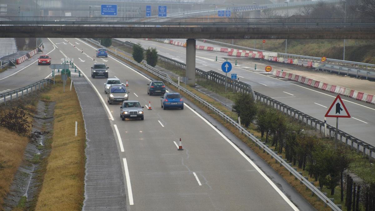 Una vista de la A-64, la autovía de Oviedo a Villaviciosa.