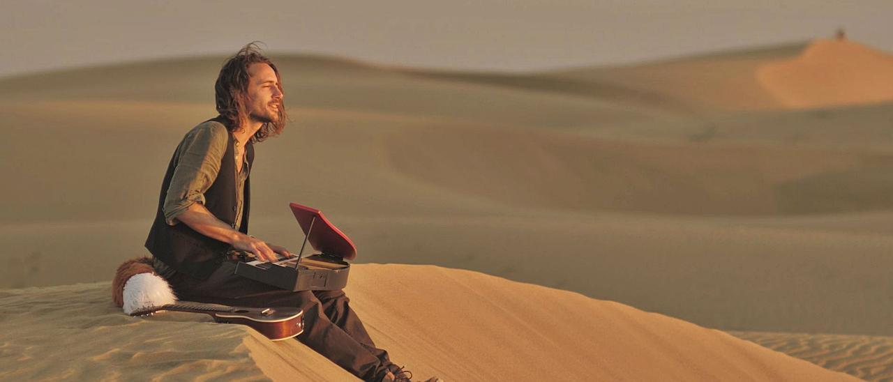 Edoardo Bottalico, mejor conocido como Edward Fox, en las dunas de Maspalomas.