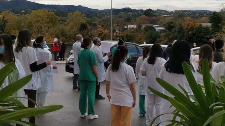 Concentración a las puertas de Cabueñes en apoyo a la huelga de médicos