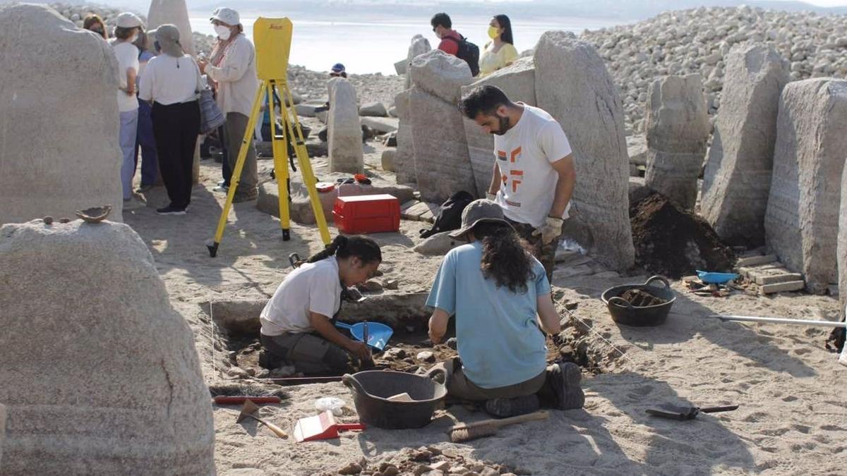 Trabajos en el conjunto arqueológico de Guadalperal esta mañana.