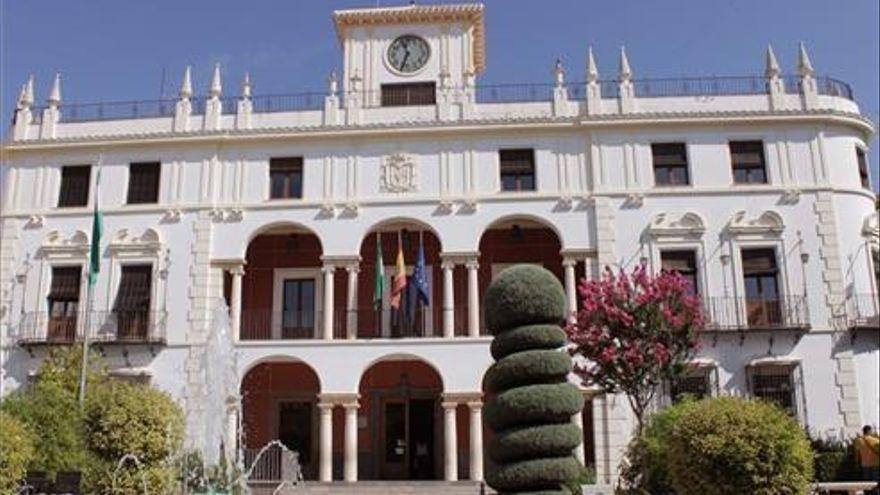Polémica por la colocación de la bandera Lgtbi en Priego