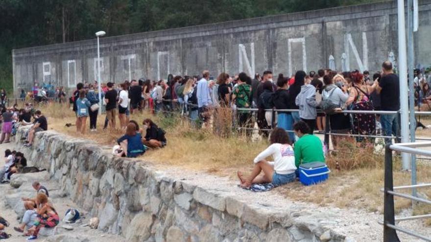 Desalojadas cientos de personas en un concierto junto a la playa en Cangas