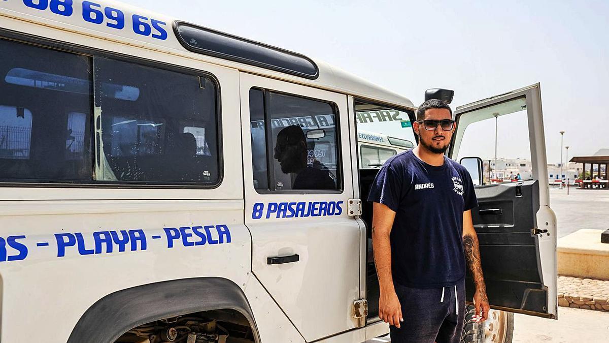 Vehículo de transporte de viajeros en La Graciosa. | | JOSÉ CARLOS GUERRA