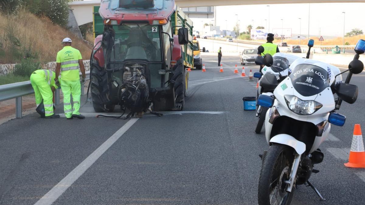 Reabierta la Ronda Oeste tras el accidente de un tractor con remolque que ha provocado fuertes retenciones