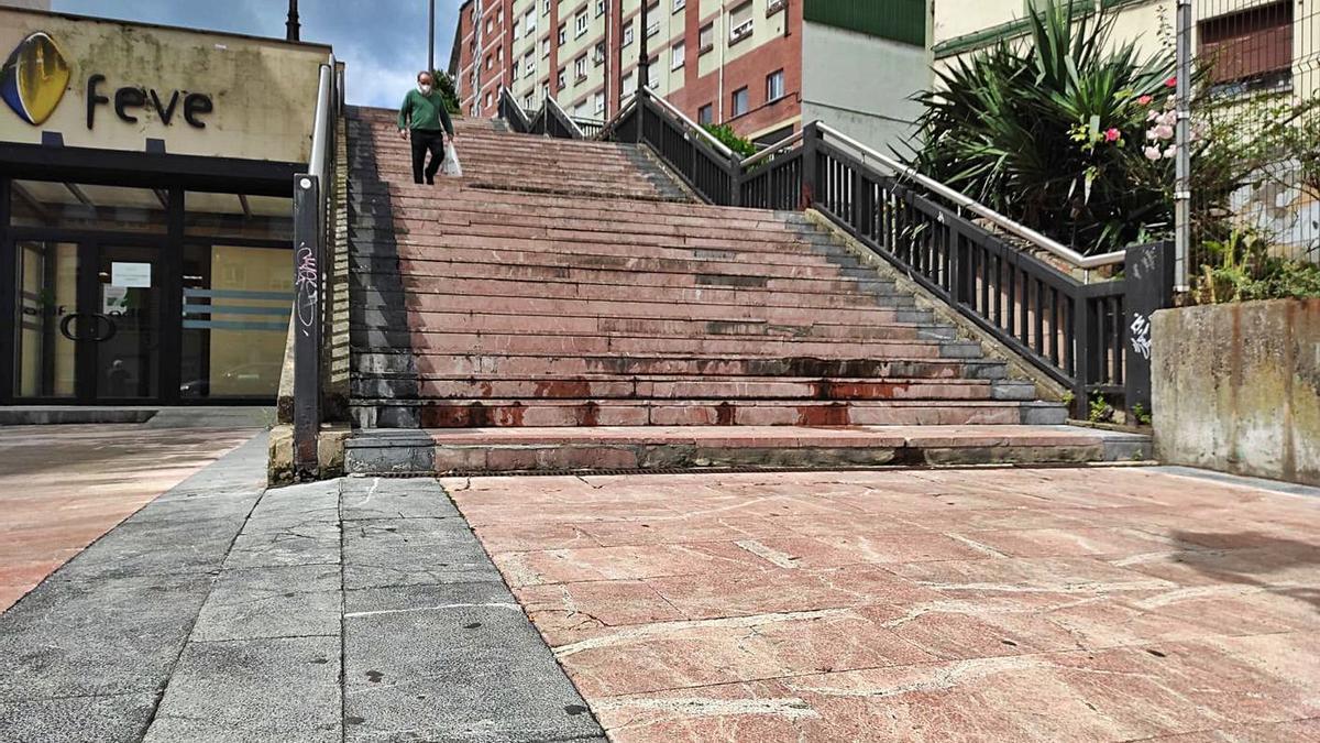 La zona de acceso a la Losa para la que los vecinos de Ciudad Naranco piden escaleras mecánicas. | F. V.