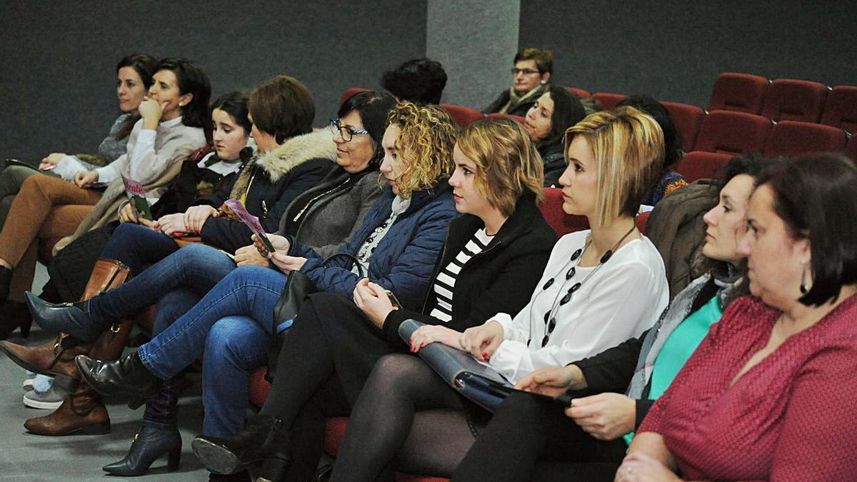 Asistentes a un simposio sobre emprendimiento femenino organizado por el CIM de O Salnés.    // I.ABELLA