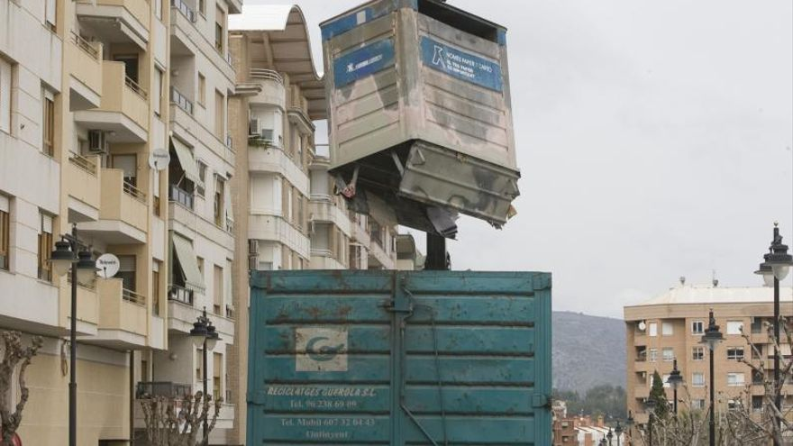 La crisis de las materias primas deja a la Vall sin 95 contenedores de reciclaje
