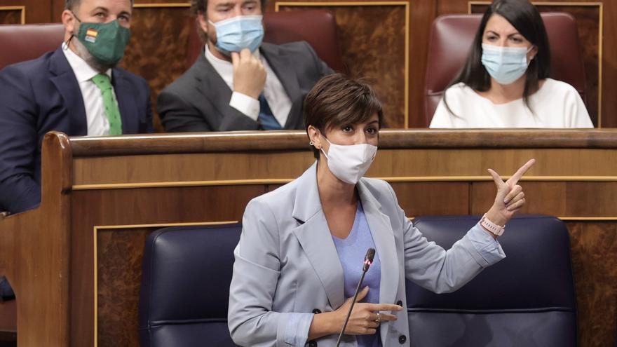 La portavoz del Gobierno reprende a Olona por increpar a una periodista