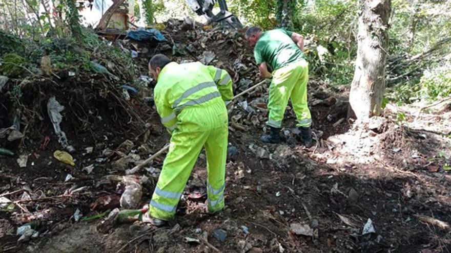 La CHD retira 60 toneladas de residuos del entorno del Lago de Sanabria