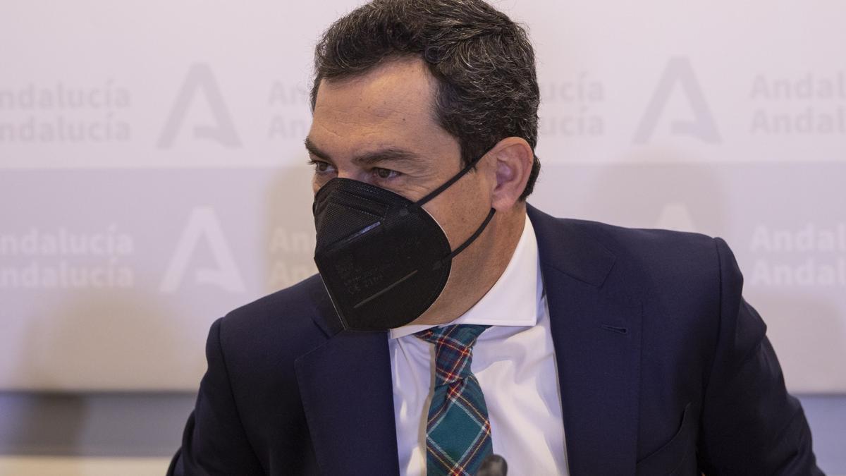 El presidente de la Junta, Juanma Moreno, durante la reunión del Consejo Asesor de Alertas de Salud Pública de Alto Impacto.