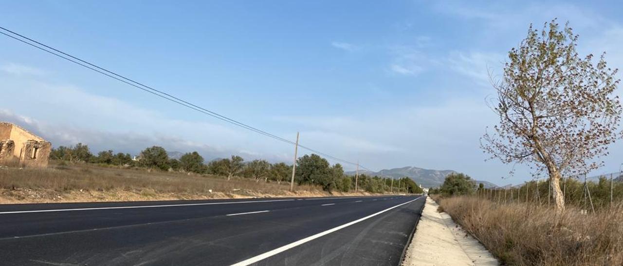 La carretera comarcal que une Villena y Biar.