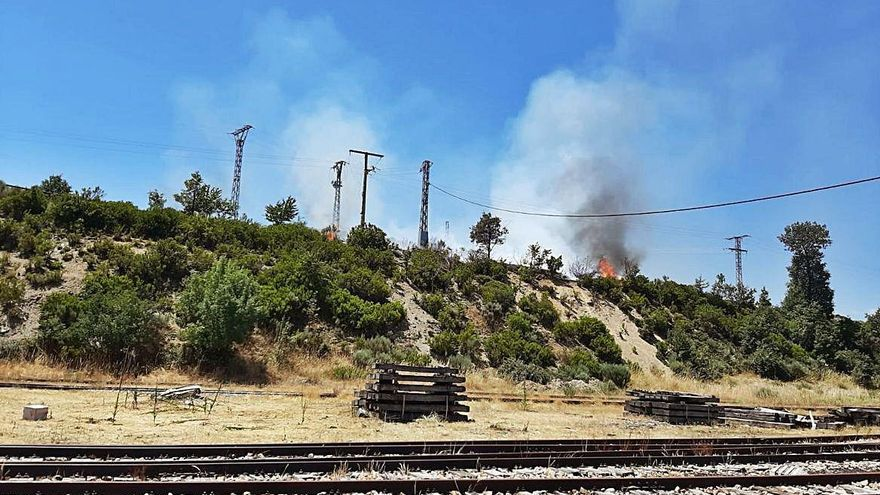 Investigan un incendio en la estación de tren de Puebla de Sanabria