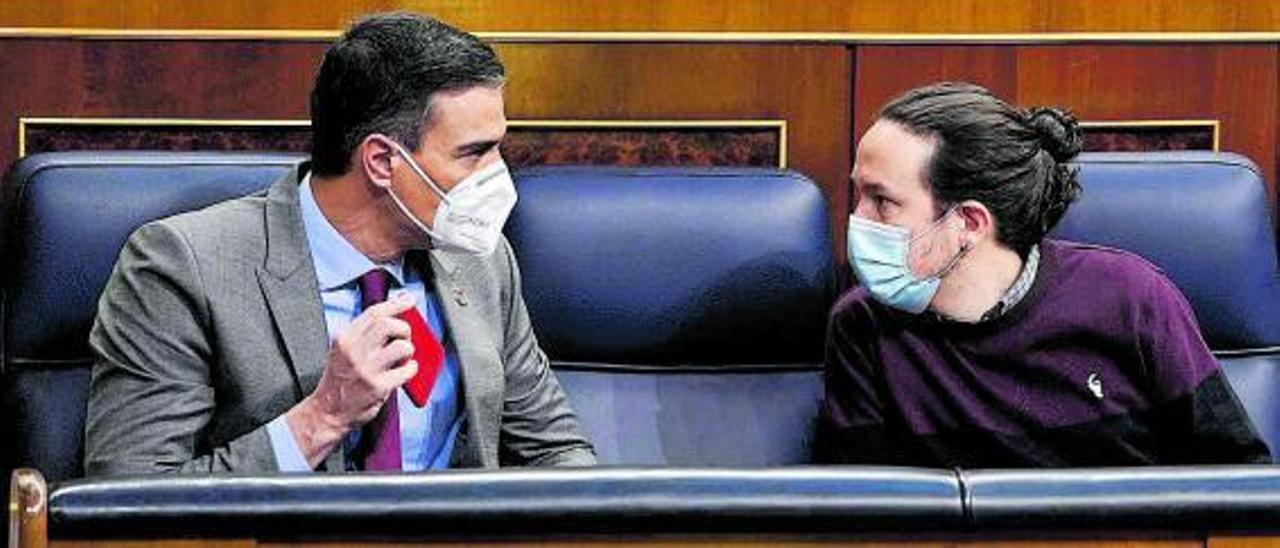 Sánchez e Iglesias, en el Congreso, antes de que el líder morado dejara la vicepresidencia.