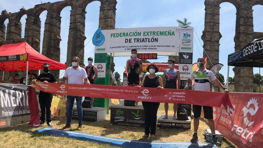 Ander Noain y Laura Durán ganan el XI Triatlón Ciudad de Mérida