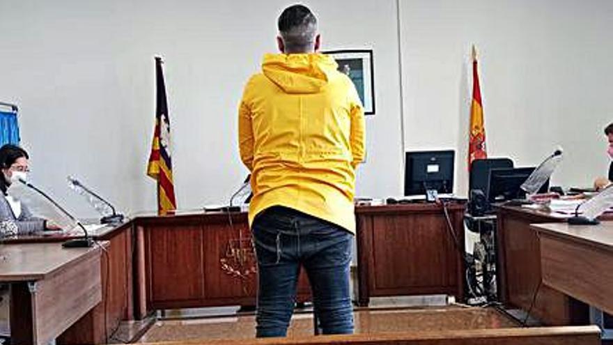 Condenado a dos años  por robar la mochila a un bañista en la Playa de Palma