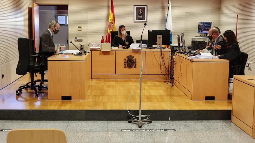 La Justicia suspende de forma cautelar la expulsión de Mena del PSOE
