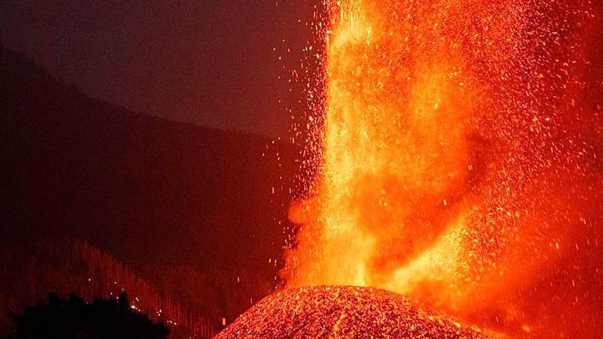 """Cuatro emite una película de volcanes en la tarde del sábado y las redes no perdonan: """"Miserables"""""""
