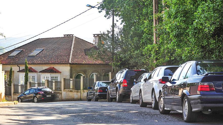 Vecinos de Marxión avisan de problemas de seguridad vial por mal aparcamiento
