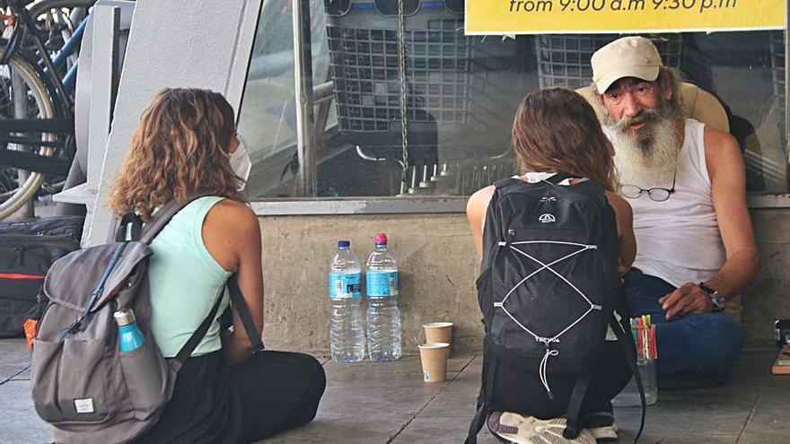 Arrels acompanya persones sense sostre durant l'onada de calor