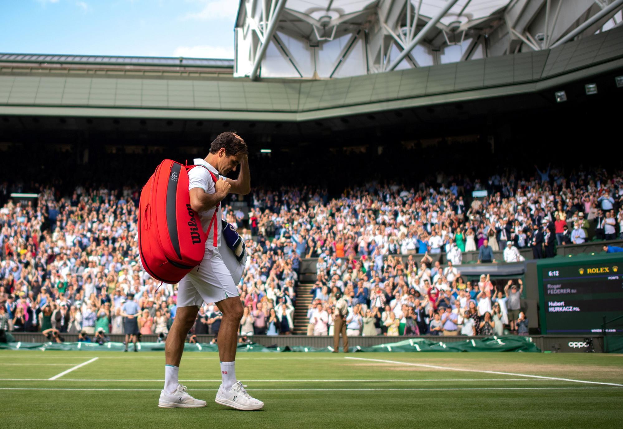 Roger Federer, tras caer derrotado ante el polaco Hubert Hurkacz en el torneo de Wimbledon