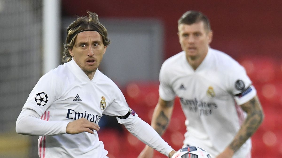 The players Luka Modric and Toni Kroos in a match with Real Madrid