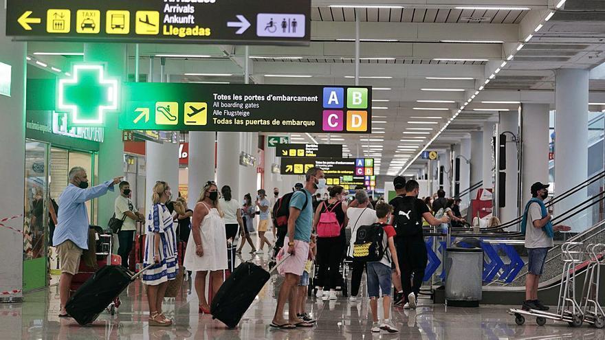 El turismo interislas se consolida: el tercer mejor verano de la última década