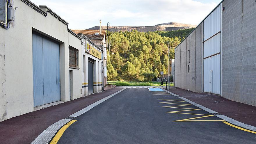 Així llueix el carrer Industrial de Súria un cop reurbanitzat