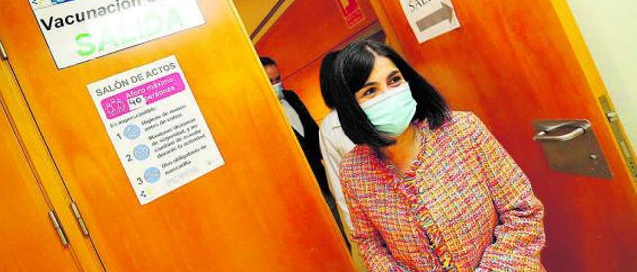 La ministra de Sanidad, Carolina Darias, en el Hospital Universitario Insular de Gran Canaria. | ELVIRA URQUIJO/EFE
