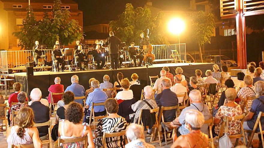 La sardana «Recordant Lluís Albert», de Jaume Cristau, s'ha estrenat a l'Escala