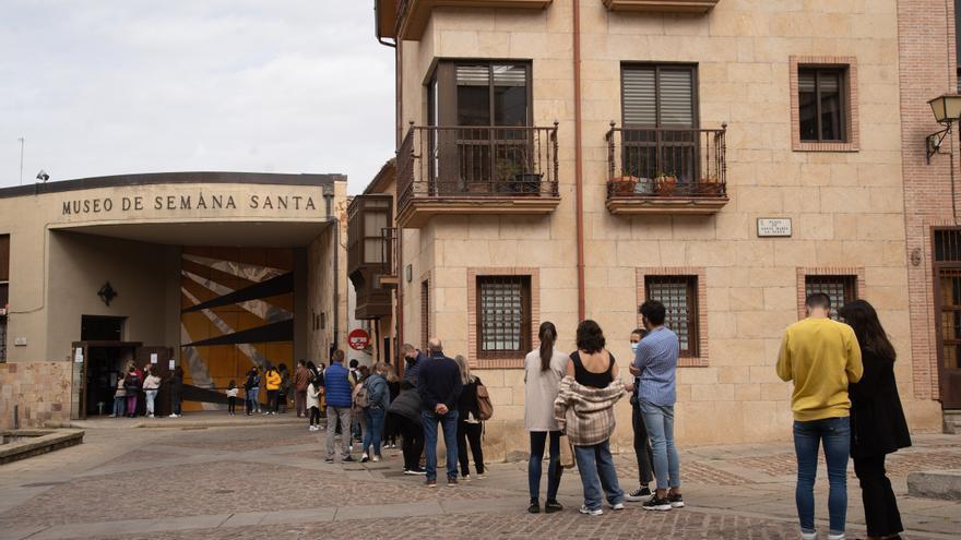 Largas colas para visitar el Museo de Semana Santa de Zamora