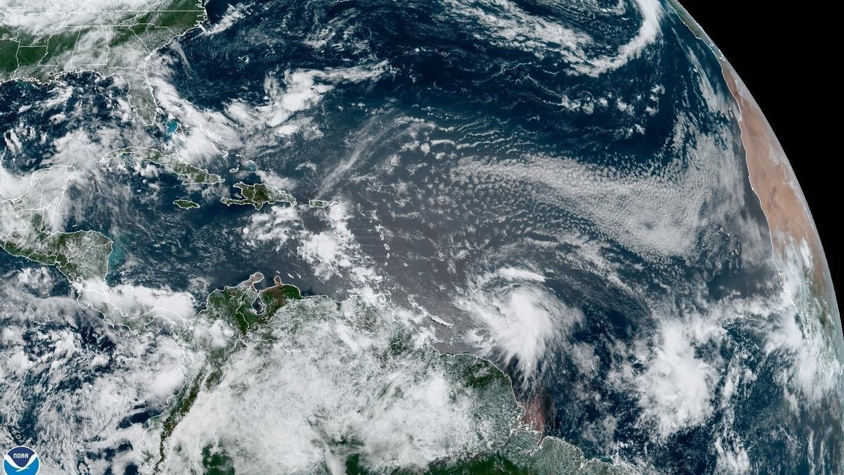 Vista desde el satélite de la tormenta Elsa.