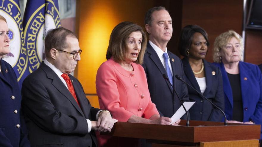 """Pelosi nombra a los """"fiscales"""" en el juicio contra Trump"""
