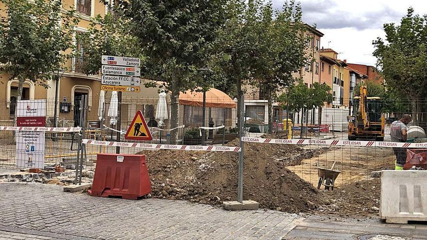 Un tramo de la calle Puerta Nueva de Toro, cortado por obras