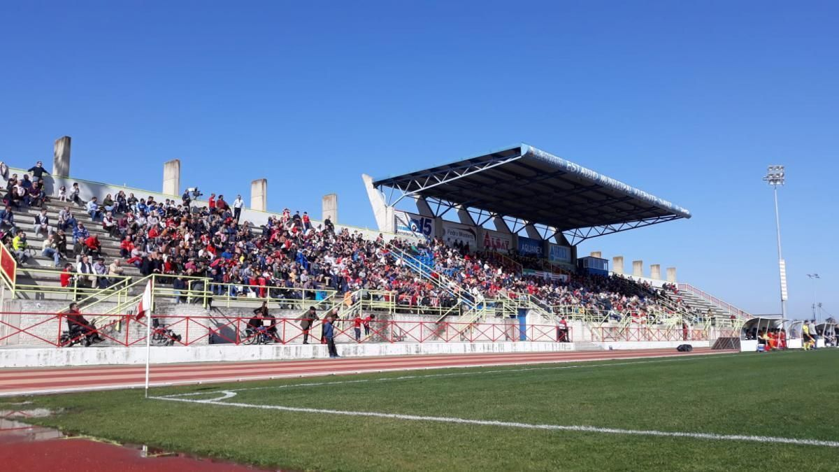 Tribuna del estadio Vicente Sanz de Don Benito.