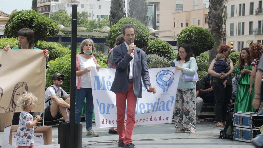 Así ha sido la protesta en defensa de dos médicos negacionistas expedientados en Baleares