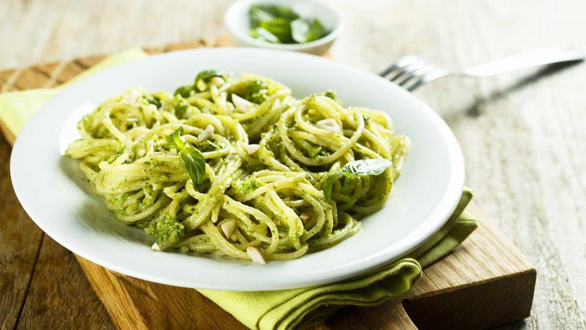 Espaguetis al pesto vegano.