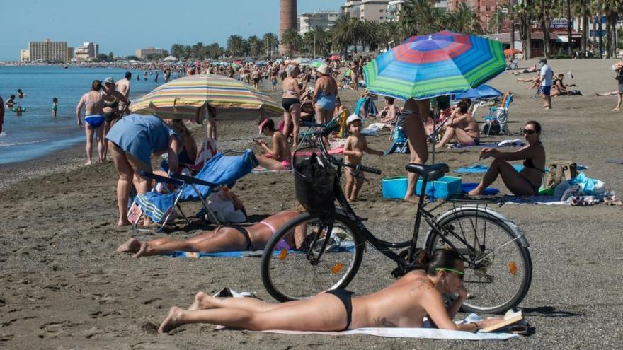 El buen tiempo llena las playas de Málaga este fin de semana