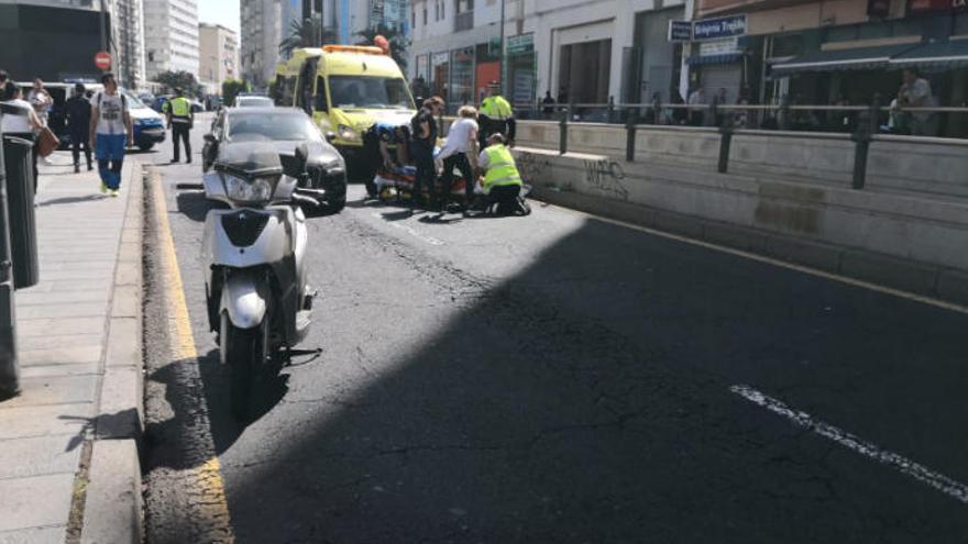 Accidente de moto en la entrada de la Salle de Santa Cruz
