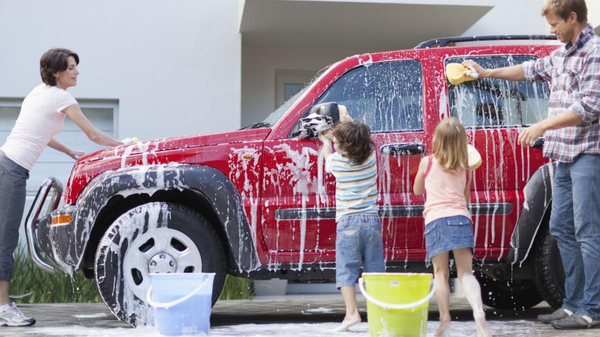 Así debes lavar el coche en casa para que te quede perfecto