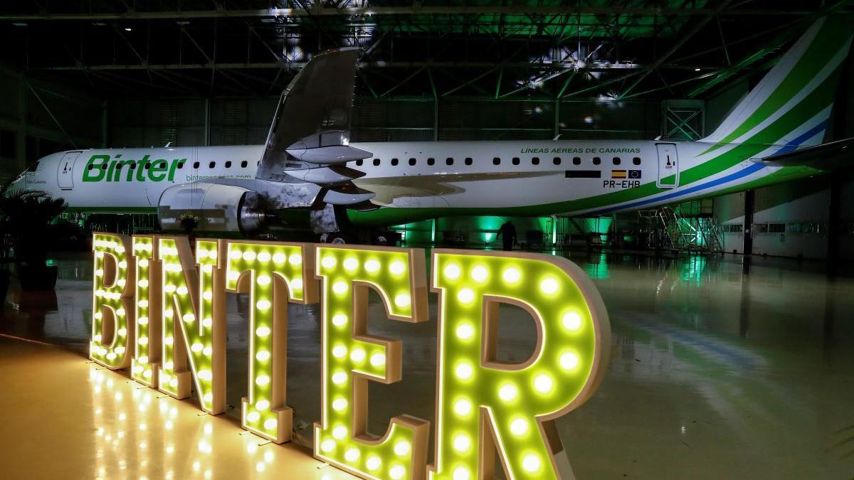 Un avión de Binter durante la presentación de su nuevo modelo. // Binter