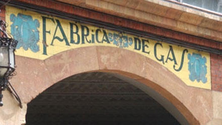 IU y Podemos se quedan solos en la Junta pidiendo parar el plan de la Fábrica de Gas
