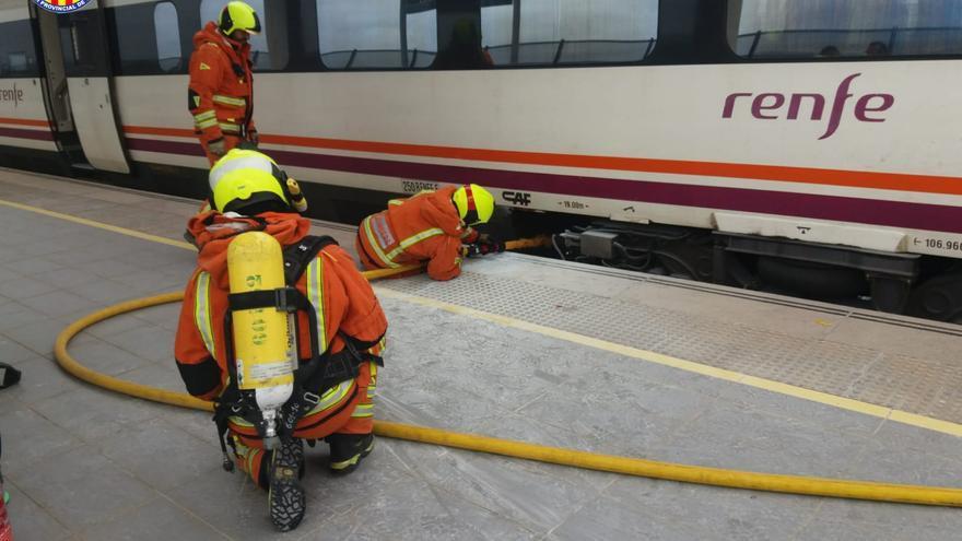 Evacuen els passatgers d'un tren a Requena