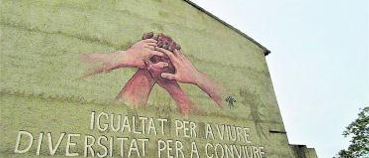 Mural per la tolerància en una de les entrades a Burjassot. | V. RUIZ