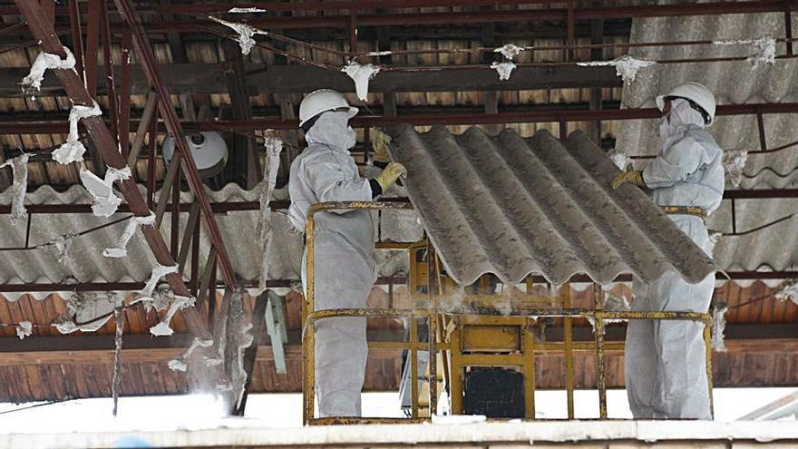Afectados por el amianto piden un plan específico para Castelló