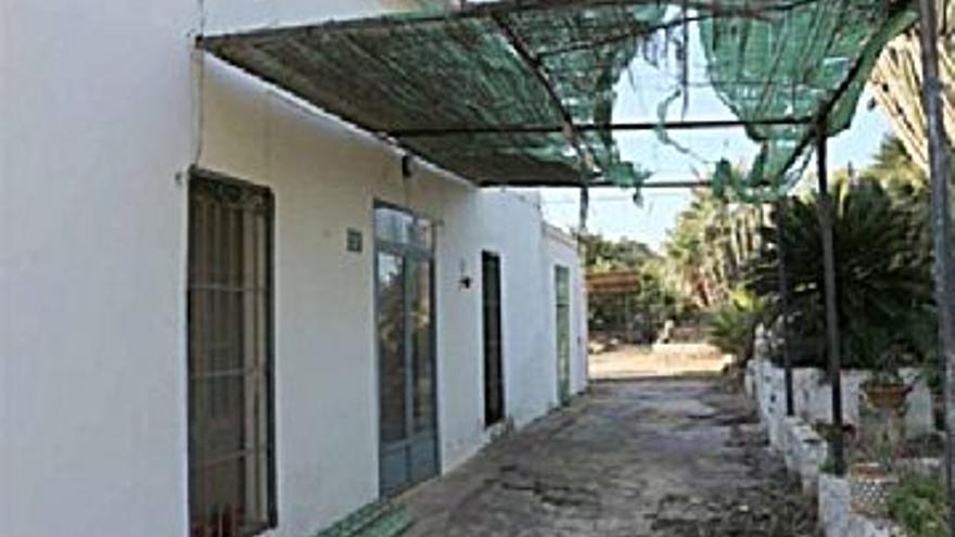 175.000 € Venta de casa en Dénia 3200 m2, 3 habitaciones, 1 baño, 55 €/m2...