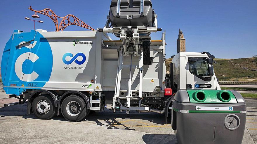 Medio Ambiente renueva los contenedores y los vehículos de recogida de residuos