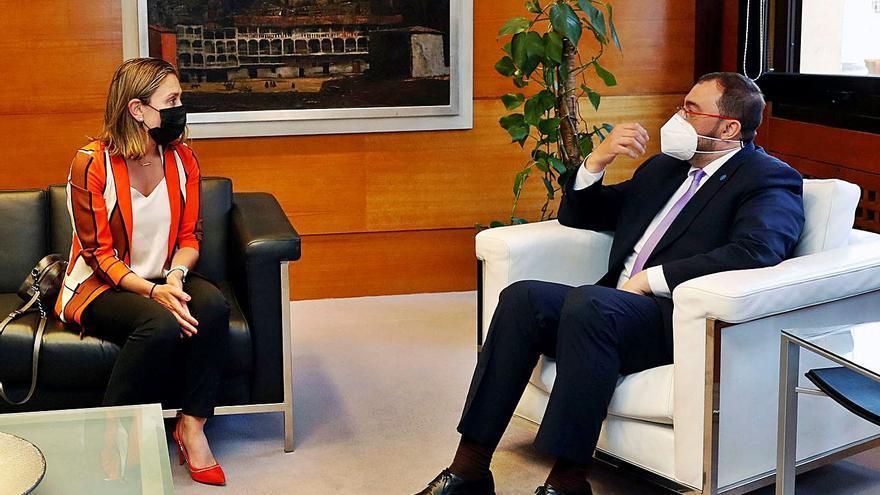 Calvo pide a Barbón eliminar trabas para aprovechar al máximo los fondos de la UE